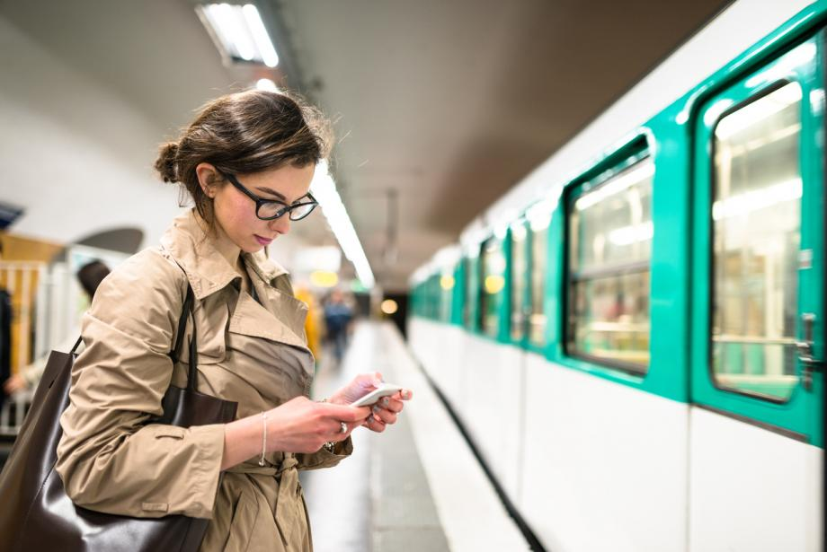 using mobile during commute