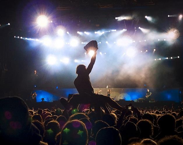 Crowd photo by crsan