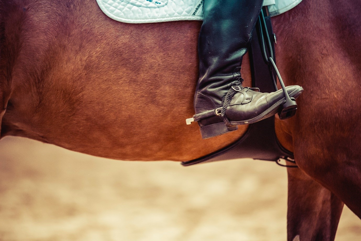 How to take good photos – close up of cowboy boot in stirrups